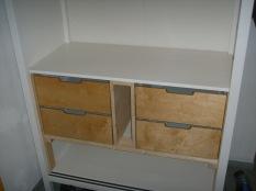 kompletter Einbau der Schubladen im Schrank
